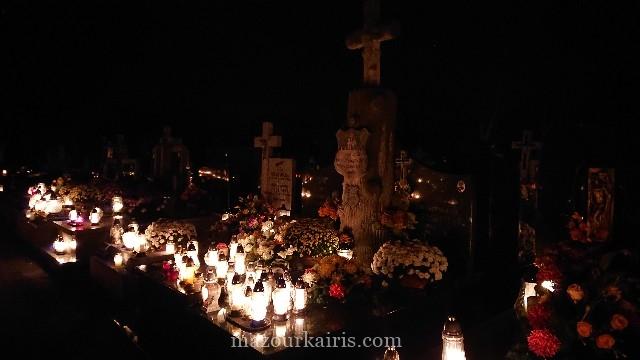 ポーランドのお盆「死者の日」