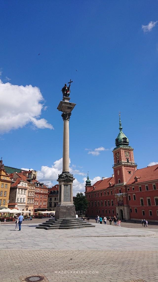 ジグムント3世の像ワルシャワ旧市街観光7月コロナ