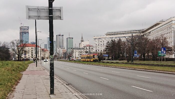 ワルシャワ市内の景色トラム